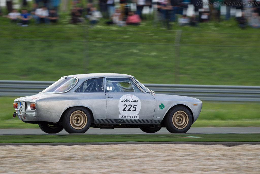 Alfa Romeo Giulia GTA - Chassis: AR613329 - Driver: Daniela Ellerbrock / Jackie Rohwer  - 2015 Tour Auto