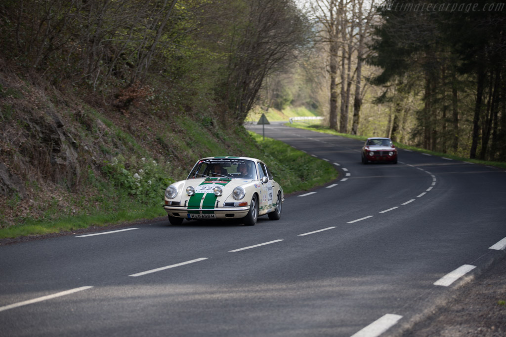 Porsche 911 - Chassis: 301003 - Driver: Gabriele Spangenberg / Andreas Middendorf  - 2015 Tour Auto