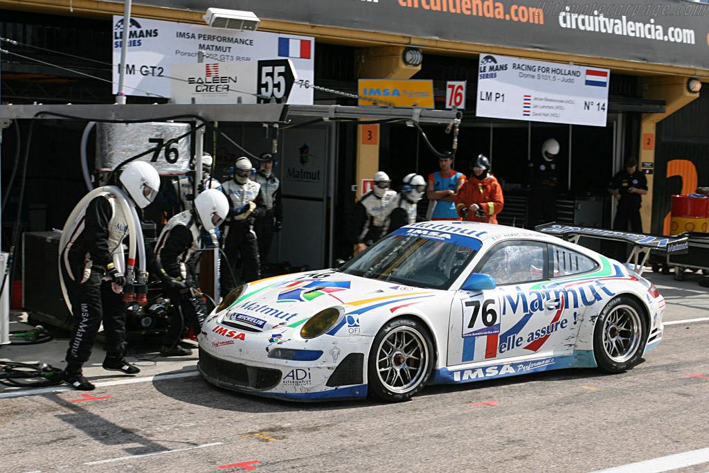 Incoming - Chassis: WP0ZZZ99Z7S799928 - Entrant: IMSA Performance Matmut  - 2007 Le Mans Series Valencia 1000 km