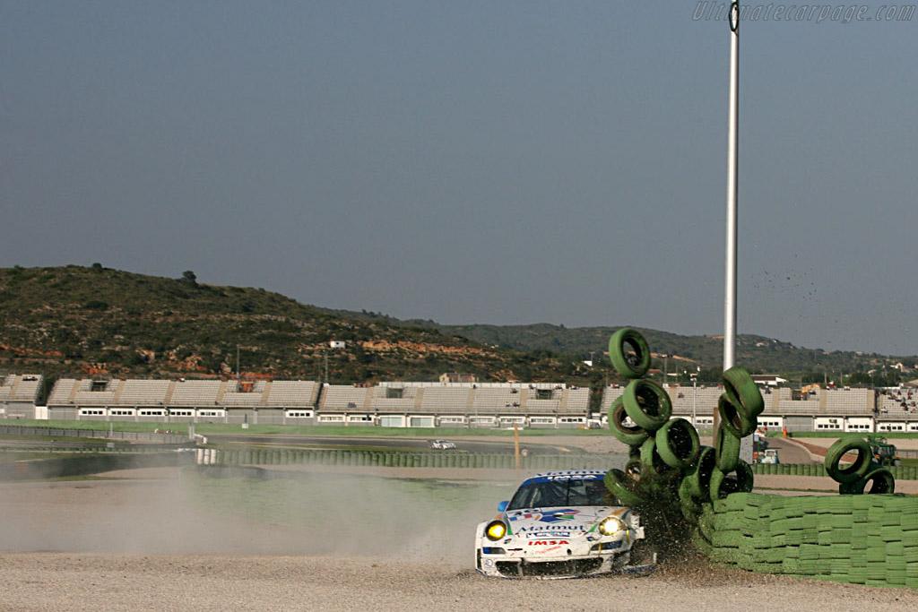 The end of Imsa Performance's race - Chassis: WP0ZZZ99Z7S799928 - Entrant: IMSA Performance Matmut  - 2007 Le Mans Series Valencia 1000 km