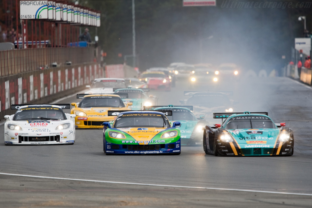 Off they go! - Chassis: 002   - 2009 FIA GT Zolder