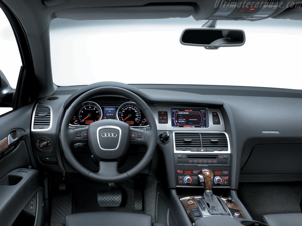 Audi Q7 High Resolution Image 6 Of 6