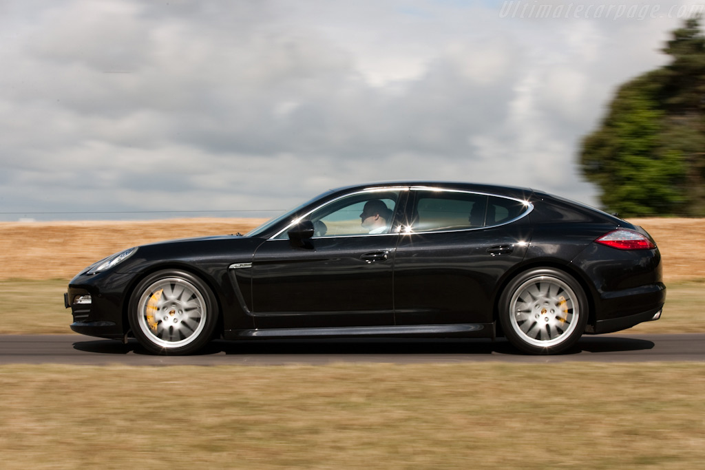 Porsche Panamera 4S - High Resolution Image (5 of 6)
