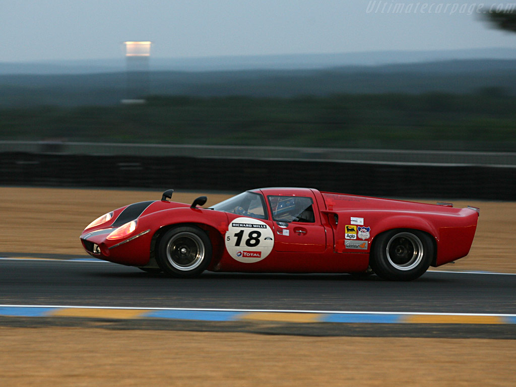Lola T70 Mk3 Coupe Chevrolet High Resolution Image (4 of 12)
