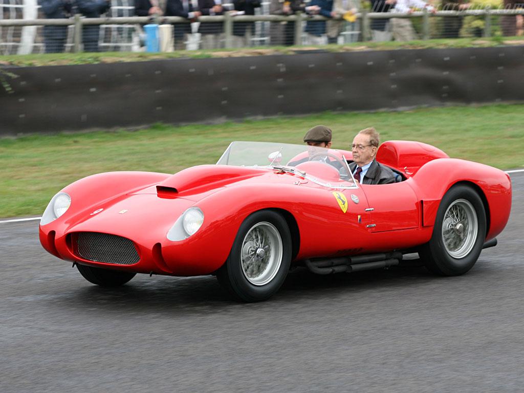 Le Mans Old Car