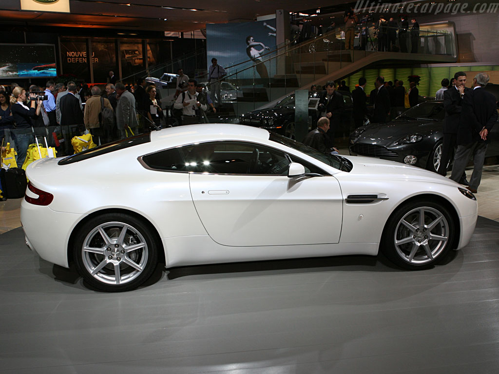 Aston Martin V8 Vantage Sportshift - High Resolution Image (3 of 6)
