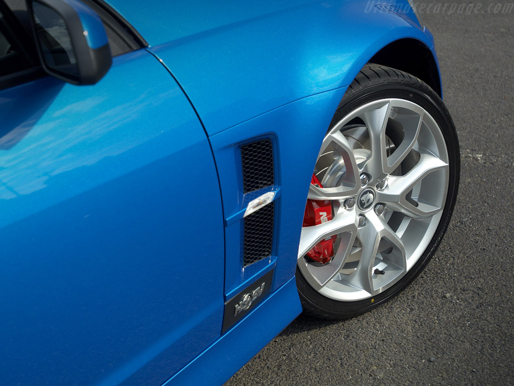 hsv r8 clubsport high resolution image 5 of 6