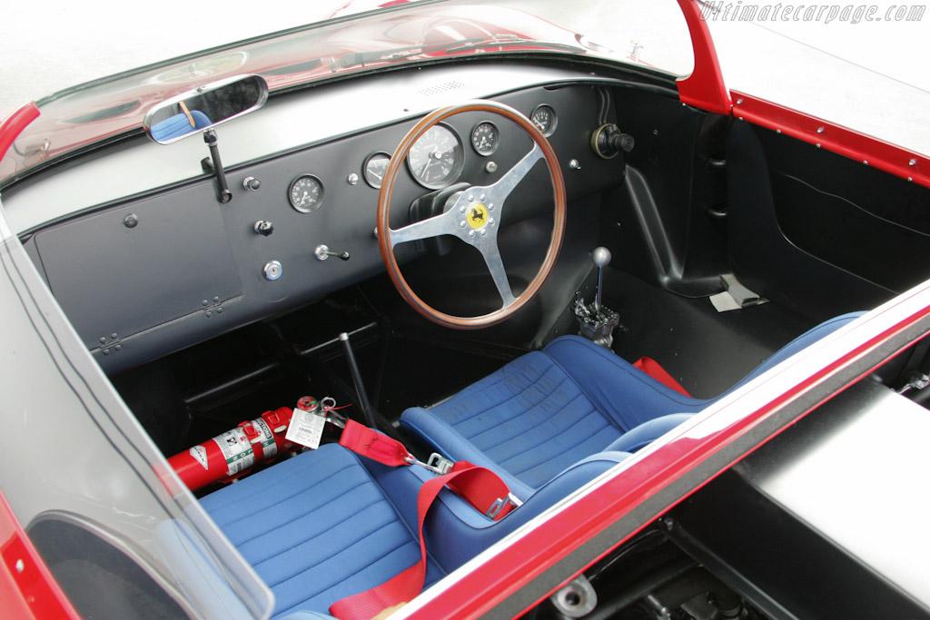 http://www.ultimatecarpage.com/images/large/4135/Ferrari-250-P_7.jpg