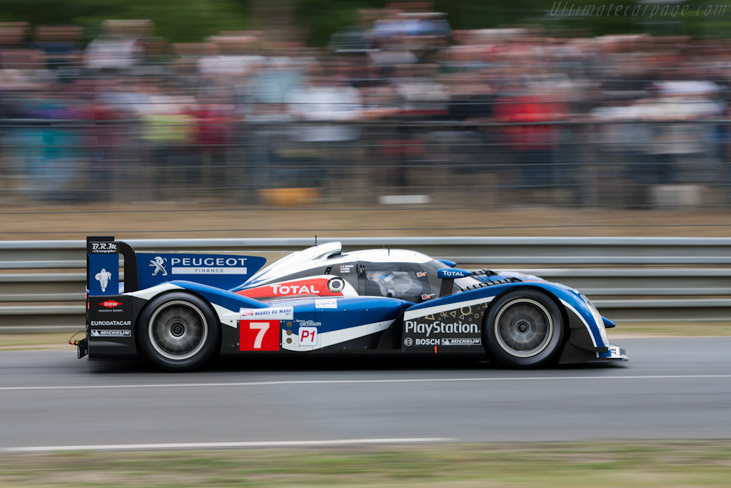 http://www.ultimatecarpage.com/images/large/4621/Peugeot-908_2.jpg
