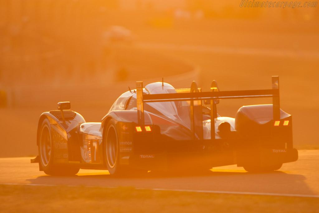 http://www.ultimatecarpage.com/images/large/4621/Peugeot-908_4.jpg