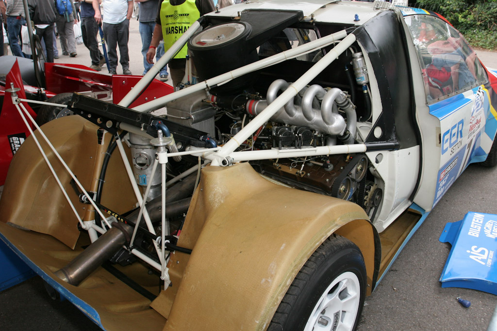 http://www.ultimatecarpage.com/images/large/4959/Peugeot-405-T16-Pikes-Peak_10.jpg