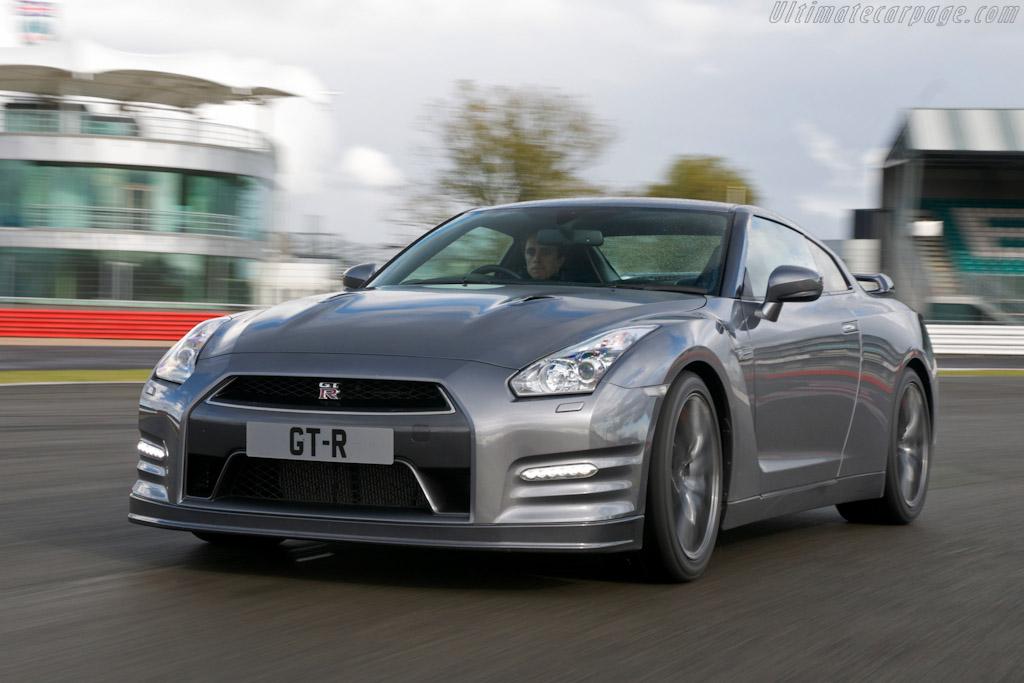 Nissan-GT-R_1.jpg