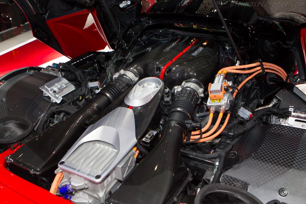 Getting to Know the Ferrari LaFerrari | MotorWave