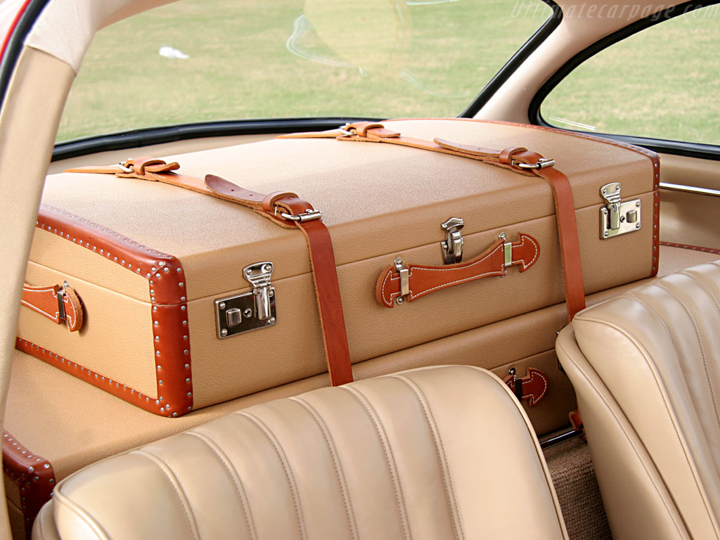 Mercedes 300 sl luggage for Mercedes benz suitcase