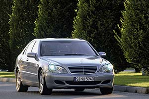 Click here to open the Mercedes-Benz S 500 4-MATIC gallery