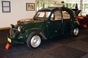 Click here to open the Citroën 2CV Sahara gallery