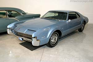 Click here to open the Oldsmobile Toronado gallery