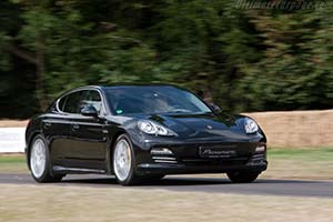 Click here to open the Porsche Panamera 4S gallery