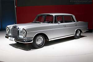 Click here to open the Mercedes-Benz 300 SE LWB gallery