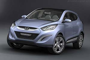 Click here to open the Hyundai ix-onic Concept gallery