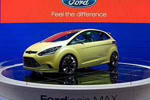 Click here to open the Ford Iosis Max Concept gallery