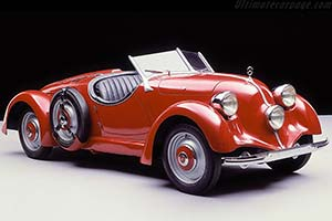 Click here to open the Mercedes-Benz 150 Sports Roadster gallery