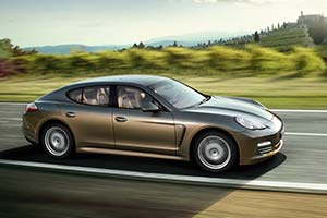 Click here to open the Porsche Panamera 4 gallery